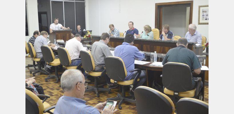 Trabalhos legislativos da sessão ordinária de 23 de abril